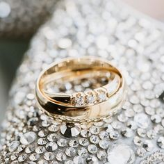 """Valokuvaaja   Kuva ja video sanoo Instagramissa: """"Sormuskuvat jatkuu näemmä syksynäkin aikana 😍💍 Tänään tapahtuu pehmeä lomalta paluu ja arkeen asettelu. Tänään tiedossa editointia ja…"""" Wedding Photography, Wedding Rings, Engagement Rings, Jewelry, Instagram, Fashion, Enagement Rings, Moda, Jewlery"""
