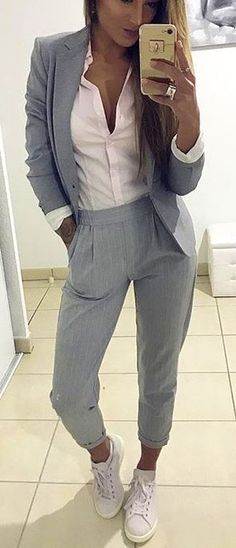 #spring #outfits woman wearing gray notched lapel suit jacket and dress pants. Pic by @fashionative