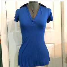 Guess top Pretty blue color Guess Tops Tees - Short Sleeve