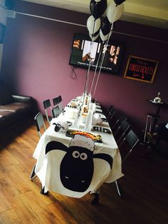 Shaun the sheep party table