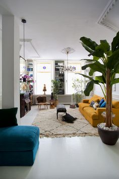Plush Carpets On Stairs - Blue Carpets Kitchen - Carpets Livingroom Layout - Living Room Grey, Home And Living, Living Room Decor, Yellow Couch, White Carpet, Bedroom Carpet, Tropical Houses, Room Goals, Interior Inspiration