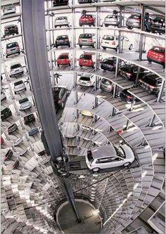 Estacionamento Volkswagen na Alemanha.  https://www.youtube.com/watch?v=0h2NzFVzkEU