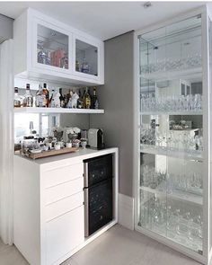 Best home bar styling ideas Canto Bar, Interior Design Living Room, Living Room Decor, Design Interior, Bar Sala, Coffee Bar Home, Mini Bars, Home Bar Designs, Cuisines Design