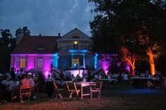 Wie in einem Schloss genießt man hier den Ausblick auf den wunderschönen Wannsee.