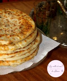 Pain Galette Farci à la Viande Hachée, Légumes et Fromage - Algerian Recipes, Middle Eastern Dishes, Salty Foods, Ramadan Recipes, Food Trends, Naan, How To Make Bread, Dessert Recipes, Desserts