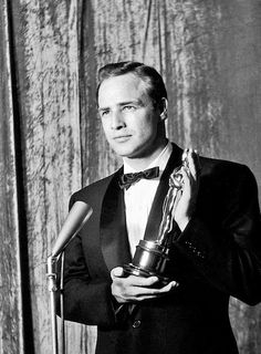 "Marlon Brando - Best Actor for ""On The Waterfront"" Hollywood Cinema, Hollywood Actor, Golden Age Of Hollywood, Vintage Hollywood, Classic Hollywood, Marlon Brando, Les Oscars, Oscar Winners, The Godfather"