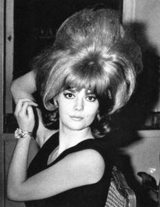 Natalie Wood, Retro Hairstyles, Bun Hairstyles, Updo Hairstyle, Hairdos, Wedding Hairstyles, Pelo Retro, Pelo Vintage, Voluminous Hair