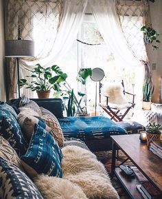 Don't Let Interior Decorating Overwhelm You; Read This – Decoration Inspired Boho Living Room, Home And Living, Living Room Decor, Living Spaces, Bedroom Decor, Deco Boheme, Suites, My New Room, Cozy House