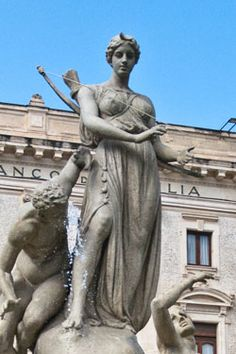 Artemis ~ diosa de la luna, la caza, y jóvenes doncellas