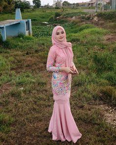 welcome 2020 good bye 2019 – Hijab Fashion 2020 Kebaya Hijab, Kebaya Dress, Kebaya Muslim, Muslim Dress, Hijab Dress, Hijab Outfit, Hijabi Girl, Girl Hijab, Beautiful Muslim Women