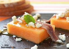 Pincho de melón con anchoa y mermelada de cebolla