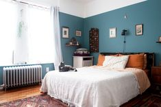Bedroom paint colors behr apartment therapy Ideas for 2019 Bedroom Inspo, Bedroom Decor, Bedroom Ideas, Bedroom Inspiration, Colored Ceiling, Ceiling Color, Bedroom Paint Colors, Trendy Bedroom, Blue Walls