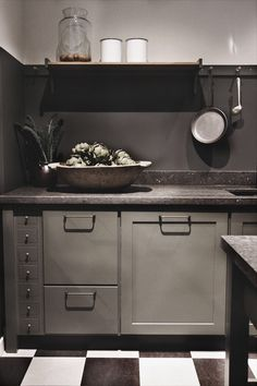 Beautiful kitchen 's colors moodboard Kitchen Dinning Room, New Kitchen, Kitchen Decor, Grey Kitchens, Home Kitchens, Kitchen Cabinetry, Kitchen Appliances, Countryside Kitchen, Traditional Kitchen
