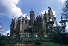 la Haunted Mansion en Disneyland es uno de los lugares que puede dar más miedo del parque, pero no por las razones que usted esperaba.