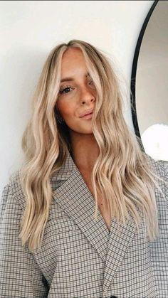 Beachy Blonde Hair, Summer Blonde Hair, Blonde Hair Shades, Light Blonde Hair, Golden Blonde Hair, Blonde Hair Looks, Balayage Hair Blonde, Light Hair, Dark Blonde Hair With Highlights