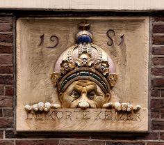 Gevelsteen De Korte Keizer,  Korte Keizersstraat 11, Amsterdam. Photo by Pancras van der Vlist.