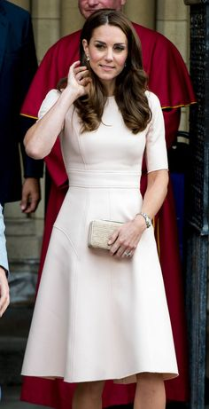 Kate Middleton Is Having the Most Amazing Hair Day Kate Middleton. - Kate Middleton Is Having the Most Amazing Hair Day Kate Middleton Is Having the Most - Vestido Kate Middleton, Kate Middleton Stil, Kate Middleton Wedding, Kate Middleton Outfits, Princess Kate Middleton, Kate Middleton Fashion, Style Outfits, Classy Outfits, Style Clothes