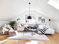 We've decided to share some awesome attic living rooms and ideas to decorate them solving all problems attic spaces struggle with. House Design, Living Room Loft, Room Design, Loft Living, Home Decor, Attic Living Rooms, House Interior, Home And Living, Living Room Designs