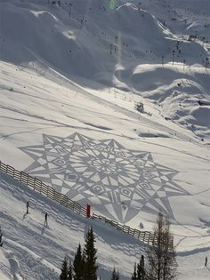 Intricate Snow Art by Simon Beck