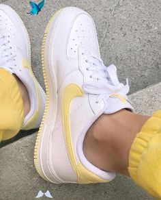 SIX 02 on Instagram Sweet Sportschuh Dreams celihess Schuhe #schuhe    Source by luizananninga #dream clothes<br> White Nike Shoes, White Nikes, Yellow Nikes, Sneakers Fashion, Shoes Sneakers, Women's Shoes, Yellow Sneakers, Sneakers Style, Yeezy Shoes