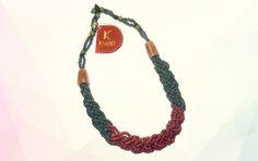 Esta linha de colares da Kuap Artesanato une a delicadeza das sementes de Morototó com cores sólidas e vivas que dão às peças um ar moderno e sofisticado. Os detalhes são feitos em madeira e outras sementes amazônicas como o açaí e a jarina.