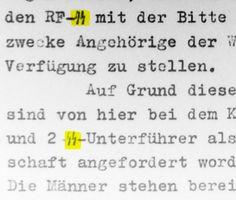 """Tipos especiales con runas para referirse a las SS en máquinas de escribir. Para los habituados a trastear entre legajos del Tercer Reich se ha convertido en algo normal, pero, si nos detenemos a pensar en ello, no lo es en absoluto: las máquinas de escribir del Tercer Reich tenían incorporado un tipo especial, la doble runa """"sig"""", que se empleaba únicamente para referirse al cuerpo de las SS, tal como se ve en la foto."""