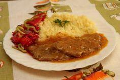 Bravčové plátky na karí 1 kg bravč stehno 2 cibuľa 5 PL parad šťava 1 KL kari… Czech Recipes, Russian Recipes, Ethnic Recipes, Sauce Recipes, Cooking Recipes, Curry, Daily Meals, Stew, Pork