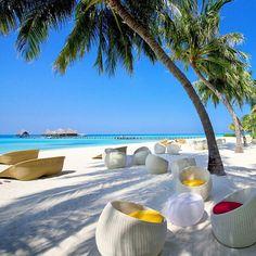 A beautiful Maldivian morning by the beach