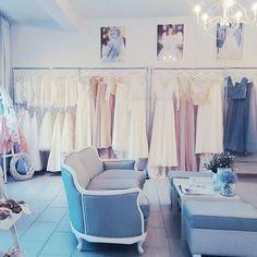 W nowym roku zapraszamy na przymiarki ♡♡♡ #weddingroom #wedding #room #gdynia #suknie #sluby #bride #pannamloda #style #bohostyle #bridetobe #sayyestothedress #szyjemy #namiare #bohoideas #interior #decorations #newyear #happynewyear #coach #ludwik #retro #pastels #dustyblue