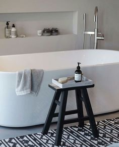 Over 130 Stylish Bathroom Inspirations with Modern Design Top Bathroom Design, Interior, Modern Bathtub, Stylish Bathroom, Dream Bathtub, Free Standing Bath Tub, Toilet Decoration, Bathroom Design, Bathroom Decor