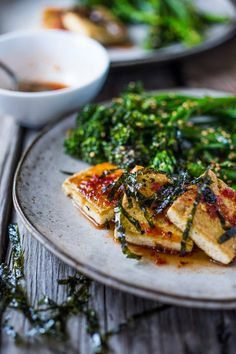 Garlic Chili Tofu with Sesame Broccolini- a delicious and fast, 15 minute dinner that is the perfect meatless meal idea. Serve with a bowl of Minute Brown Rice. Tofu Recipes, Whole Food Recipes, Vegetarian Recipes, Healthy Recipes, Vegan Meals, Fast Recipes, Vegan Food, Healthy Foods To Eat, Healthy Eating