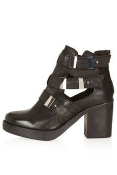 Love a good cut out! Takes a classic outfit and grunges it up a bit. Add a little ruffled ankle sock? Perfect! #DearTopshop