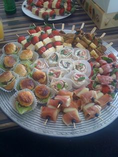 For my girls – papas – Finger Food Party Finger Foods, Finger Food Appetizers, Appetizer Recipes, Party Food And Drinks, Snacks Für Party, Antipasto, Party Buffet, Food Platters, Appetisers