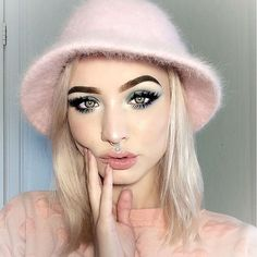 Channeling my inner 2000s Britney Spears, Lizzie Mcguire & Gwen stefani 👛 - - - - - - #bhcosmetics #purcosmetics #ulta #kyliecosmetics #ardelllashes #nyxcosmetics #mua #muaaddict #buckethat #pink #pastel #dewy