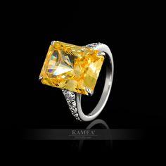 Nádherný šperk inšpirovaný slávnymi Hollywoodskymi hviezdami. Jeho dokonalosť prepracovania vyráža dych všetkým v jeho blízkosti. Doprajte svojej partnerke pocit neprehliadnuteľnosti. Jedinečný výbrus stredového dominantného kameňa doplneného o bočné vsadené kamene. Je možné vyhotoviť v bielom a žltom zlate. Zásnubný prsteň je dostupný v diamantovej verzii. Heart Ring, Engagement Rings, Jewelry, Enagement Rings, Wedding Rings, Jewlery, Jewerly, Schmuck, Heart Rings