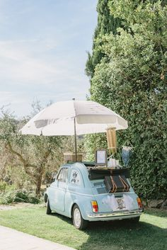 Dreaming of a vintage Fiat 500 serving ice cream? It's true! Fresh ideas to entertain your guests at your wedding. Tuscany Wedding in Villa Vignamaggio wedding themes A wedding in Villa Vignamaggio, among the vineyards of Tuscany Tuscany Wedding Venue, Italy Wedding, Wedding Venues, Wedding Themes, Wedding Styles, Lilac Wedding, Wedding Car, Destination Wedding, Audi