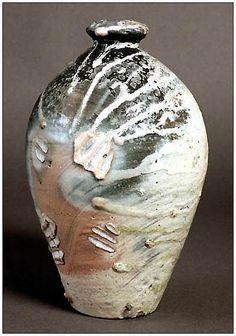 Svend Bayer --- Rustic and earthy! So nice! Raku Pottery, Pottery Tools, Pottery Art, Contemporary Ceramics, Ceramic Vase, Handmade Pottery, Earthenware, Decoration, Firewood