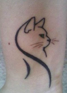 Totally cute cat tattoo ideas for women (47) Black Cat Tattoos, Animal Tattoos, Sexy Tattoos, Cute Tattoos, Small Tattoos, Tattoos For Guys, Tattoos For Women, Tatoos, Henna Tattoo Designs Simple