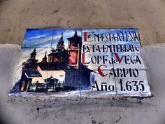 Iglesia de San Sebastian. Mosaico que recuerda que Lope de Vega esta enterrado aquí.