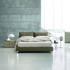 The soft leather and ergonomic porportions of Oasi create a timeless bed That will suite any master bedroom.