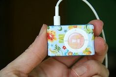 Mod Podged iPod... Sooo doing this for Jack since my old IPod is pink! Of course I will probably use dog paper