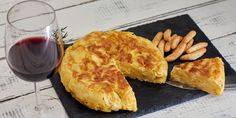 Potato omelet: a simple traditional Italian recipe and forever loved dish that can be prepared in a jiffy.The potato omelet is a humble dish of Italian tradition, easy to prepare and can be … Healthy Italian Recipes, Vegetarian Italian, Italian Pasta Recipes, Vegetarian Recipes, Cooking Recipes, French Recipes, Potato Dishes, Potato Recipes, Breakfast Dishes