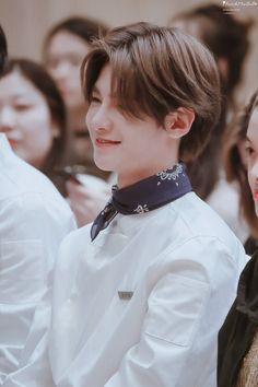 黄明昊 Justin Huang 181015 Cute Boys, My Boys, Justin Huang, Chinese Boy, Ulzzang Boy, Korea Fashion, Handsome Boys, Pop Group, Vintage Looks