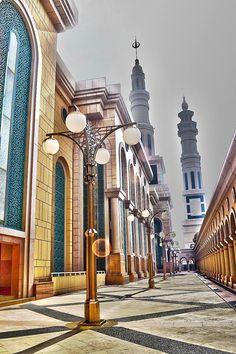 Samarinda Islamic Center Mosque is the mosque located in Samarinda, East Kalimantan, Indonesia .  Photo by Harry Aiee