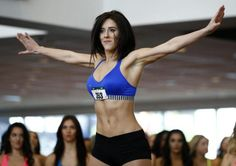 Mackenzie Miller, of Bloomingdale, N.J., performs during the first round of the New York Jets Flight Crew cheerleader tryouts, Saturday, April 2, 2016, in East Rutherford, N.J. Participants advancing | NFL - Yahoo Deportes