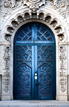 Front Door Paint Colors - Want a quick makeover? Paint your front door a different color. Here a pretty front door color ideas to improve your home's curb appeal and add more style! Cool Doors, Unique Doors, Entrance Doors, Doorway, Grand Entrance, Entrance Ideas, Casa Pop, Arch Building, Building Ideas