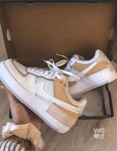 Moda Sneakers, Cute Sneakers, Sneakers Mode, Sneakers Fashion, Fashion Shoes, Shoes Sneakers, Fashion Outfits, Fashion Clothes, Fashion Fashion
