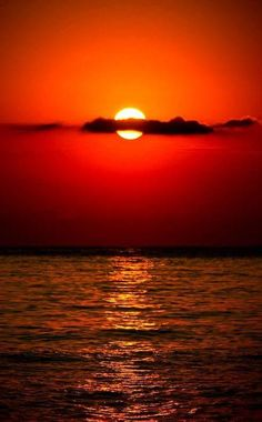 The ocean at sunset . 'Red sky at nite . Red sky in the… Amazing Sunsets, Amazing Nature, Beautiful World, Beautiful Places, Beautiful Scenery, The Ocean, Ocean At Night, Pacific Ocean, Cool Pictures