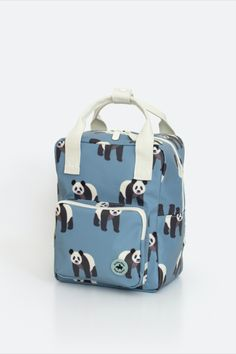 Backpack with pandas. Nice sturdy kids' backpack with a zippered pocket at the front for small items. On the inside of the bag you will find a pocket over the entire back that closes with velcro. The main compartment is spacious and has a reinforced bottom, which keeps the bag in good shape. You can store a surprising amount of stuff in this backpack. #backtoschool #backpack Case Studio, Pet Bottle, Small Backpack, Kids Backpacks, Diaper Bag, Recycling, Back To School, Pets, Shoulder Straps