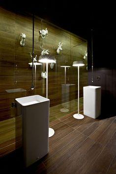 Caroscope - Novoceram - Carrelage Salle de Bain - #showroom #scenographie #trophee #ceramique #carrelage http://www.novoceram.fr/blog/scenographies/caroscope